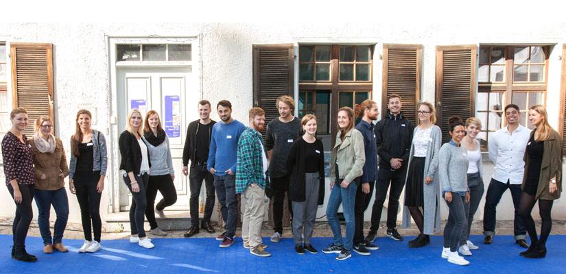18-Studenten-der-HTWG-Konstanz-vor-der-Appretur-in-Isny